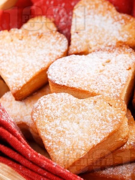 Бързи и лесни ванилови курабийки с формата на сърца - снимка на рецептата